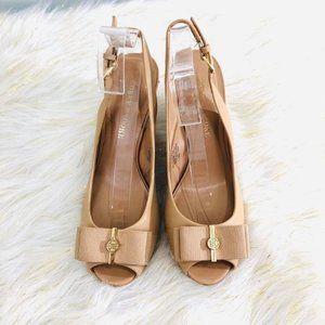 Audrey Brooke Woman's Sz 6 Sandals Peep Toe Beige